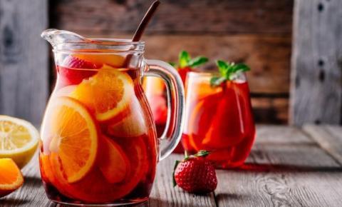 5 drinks preparados com vinho para o verão