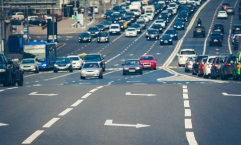 Reduza os acidentes rodoviários e minimize o congestionamento com a solução de detecção de infrações de trânsito da Hikvision