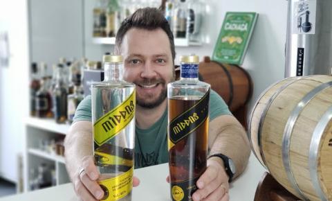 Para lembrar ano de criação da cachaça em São Vicente, empresário cria lote da bebida produzida com ouro em edição limitada com 1532 garrafas